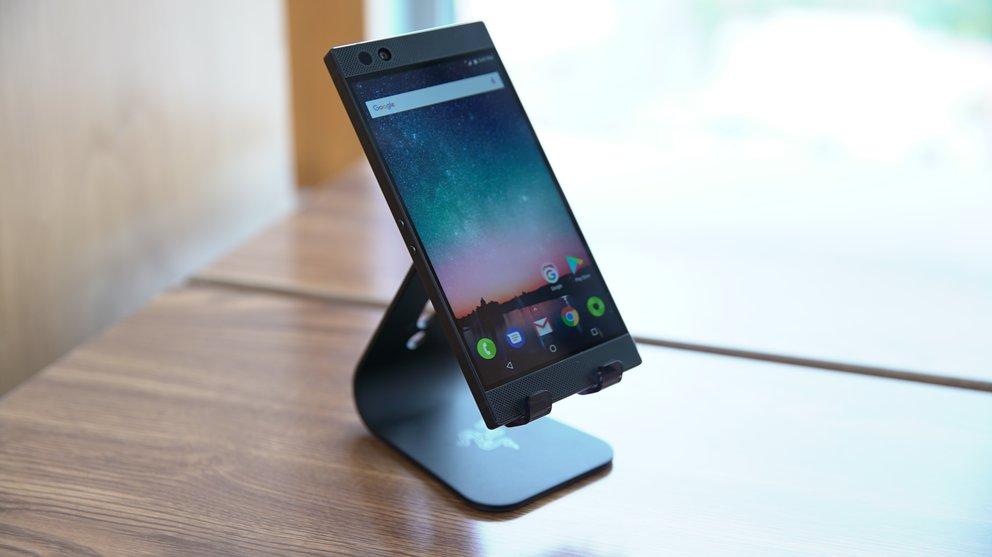 Razer-Phone-Front-q_giga