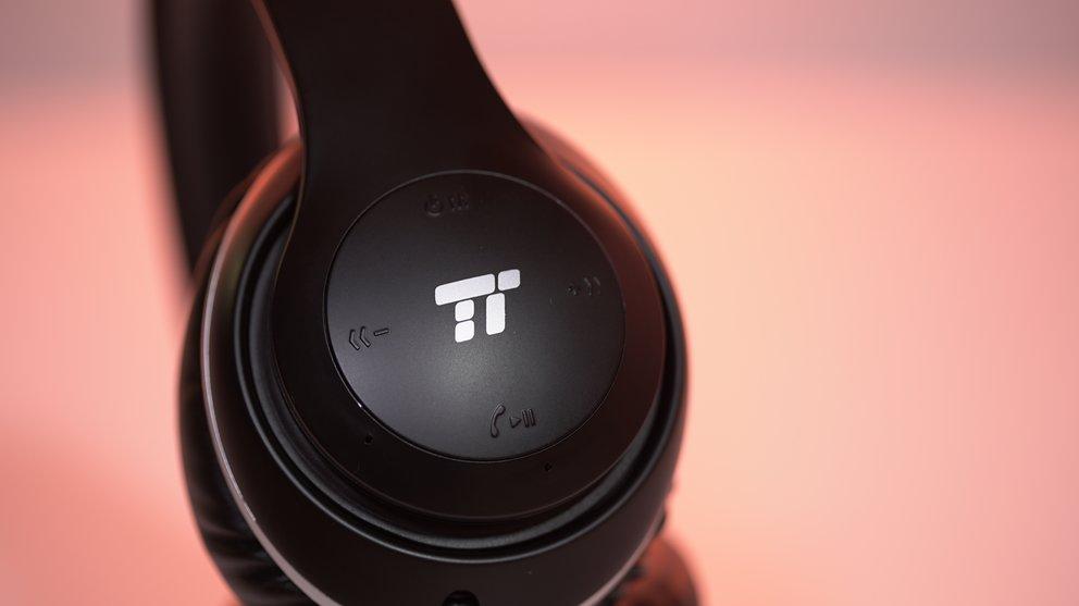 Die Bedienelemente des TaoTronic Bluetooth-Over-Ear-Kopfhörers im Detail