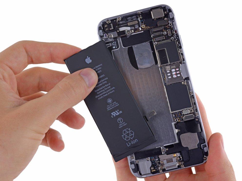 Schock beim Akku-Tausch des iPhone: Preis schnell verzehnfacht
