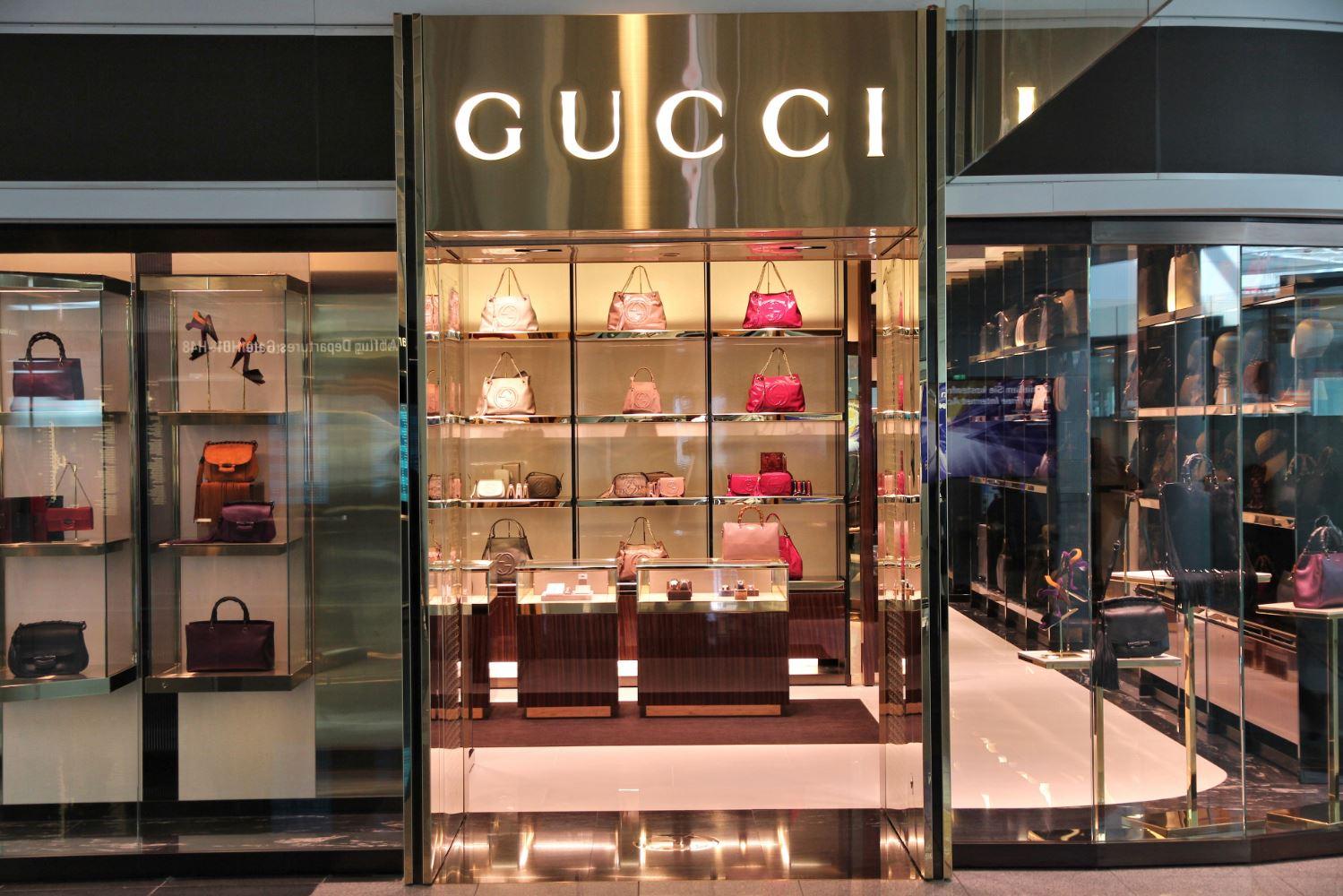 9e3726db033c3d Neben den 12 deutschen Gucci-Stores, könnt ihr im offiziellen  Gucci-Web-Shop sowie einigen ausgewählten Online-Händlern einkaufen.