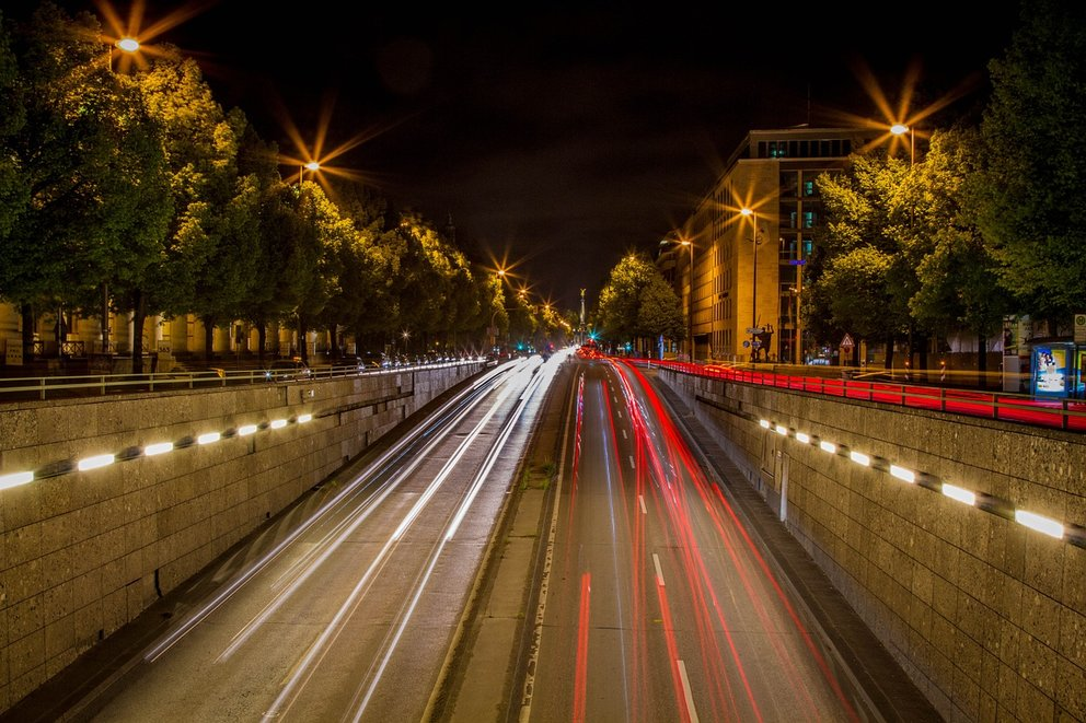 graufilter-autos-nacht