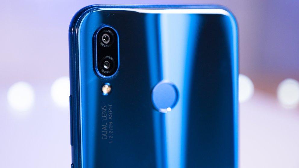Huawei P20 Lite im Preisverfall: MediaMarkt legt Fitness-Tracker kostenlos bei