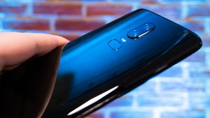 OnePlus 6 in Bildern: Riesiges Glas-Smartphone mit Notch