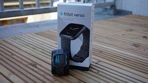 Fitbit Versa im Test: Edler Fitnesstracker im Apple-Watch-Stil