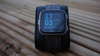 Fitbit Versa 2: Smartwatch erhält zwei entscheidende Neuerungen