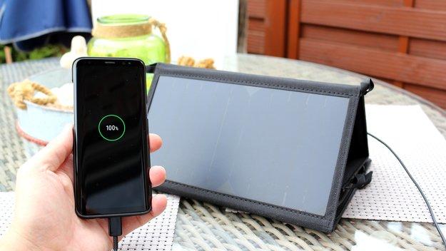 Hitzewelle ausnutzen: Samsung Galaxy S8 mit der Kraft der Sonne aufladen