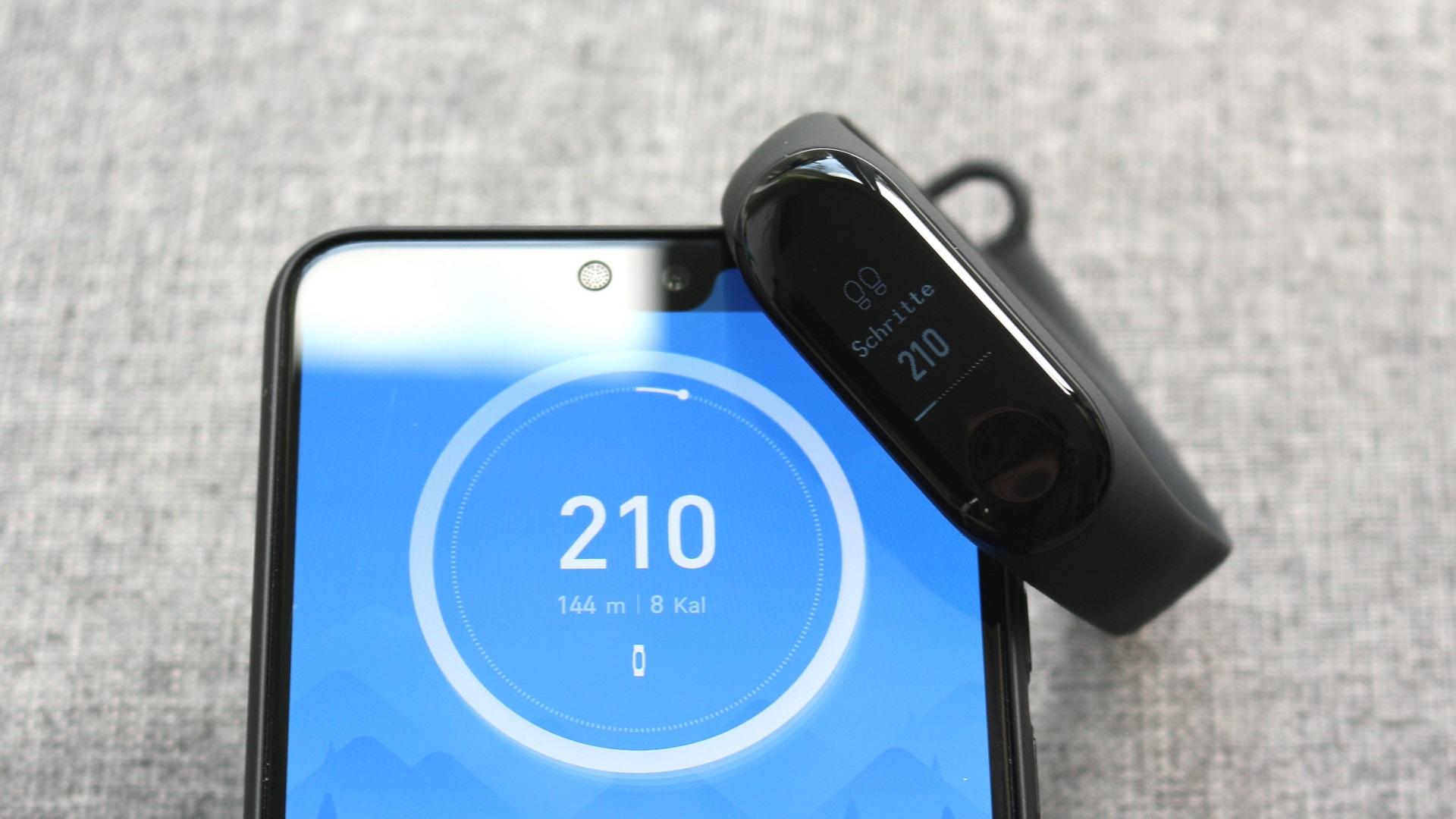 Mittlerweile ist der Preis für das Xiaomi Mi Band 3 auch bei Amazon deutlich gefallen Knapp über 30 Euro fallen nur noch an Man hat Prime Versand und