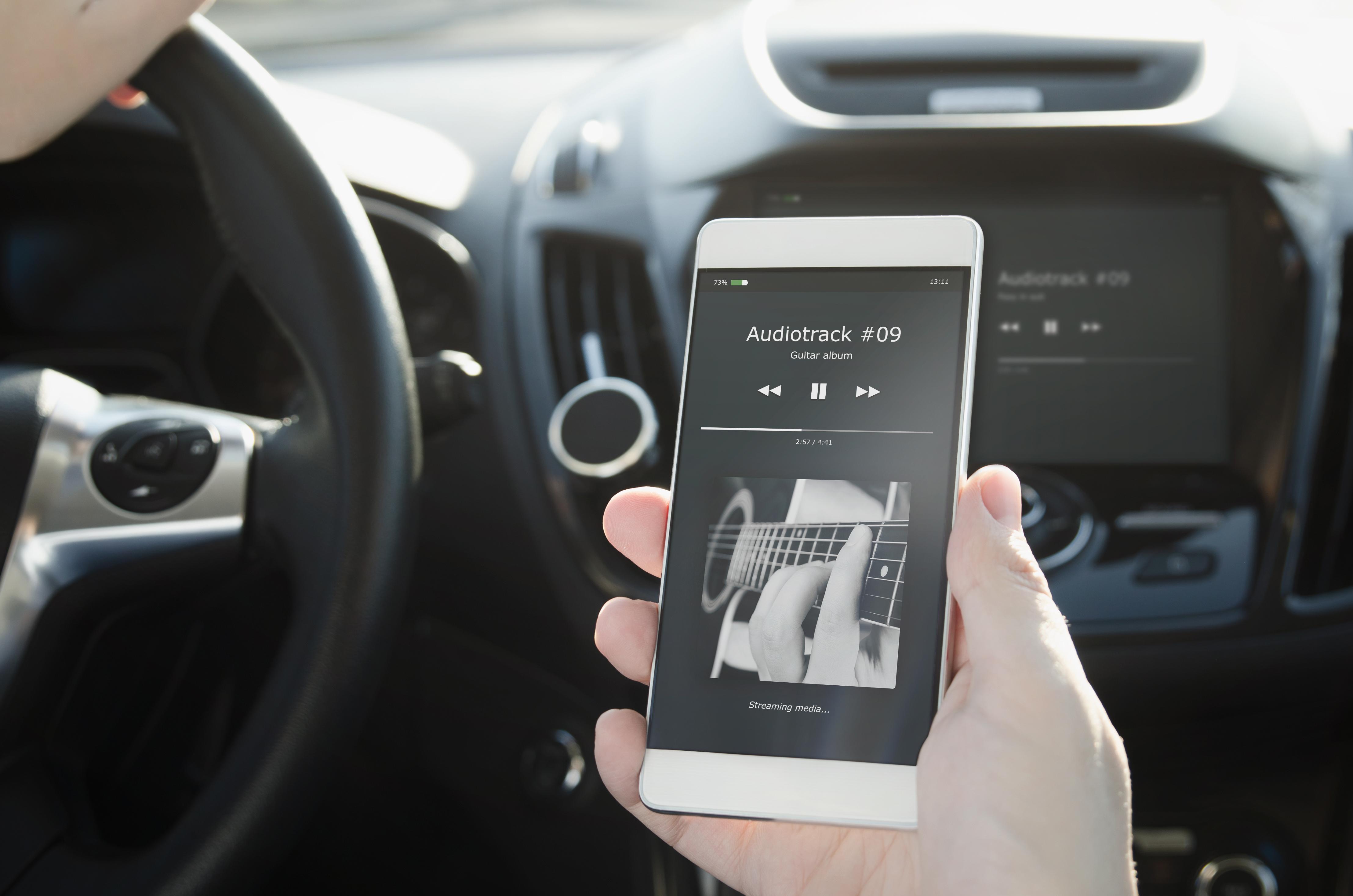 Handy mit Autoradio verbinden: So geht\'s über USB, AUX-Kabel ...