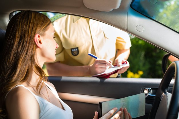 Personenkontrolle: Wenn die Polizei das Smartphone aus der Tasche zieht