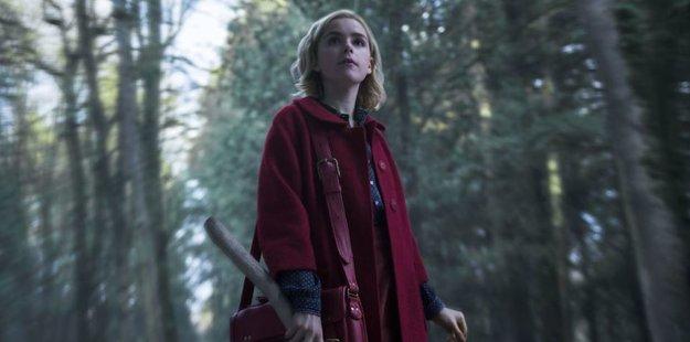 Heute startet Chilling Adventures of Sabrina: Alles zum Netflix-Reboot der Kult-Hexe der 90er