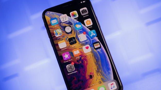 Mann kauft neues iPhone – als er bezahlen will, lacht der ganze Laden
