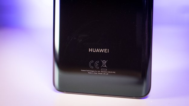 Mit Huawei-Handy erwischt: Avengers-Star tritt ordentlich ins Fettnäpfchen