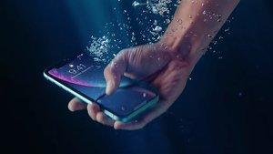 iPhone XR vs. iPhone XS im Bad: Welches Apple-Handy hält unter Wasser länger durch?