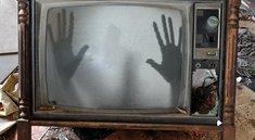 Fernseher geht von alleine an? So beendet man den Spuk