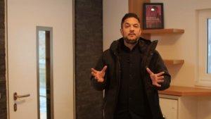 Smart Home zum Austoben: Tech-Experte Amir besucht den Show Room der Telekom