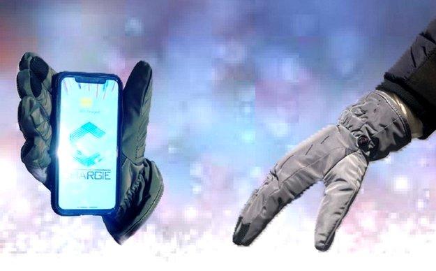 Gefährlich oder genial? Solche Smartphone-Handschuhe habt ihr noch nie gesehen