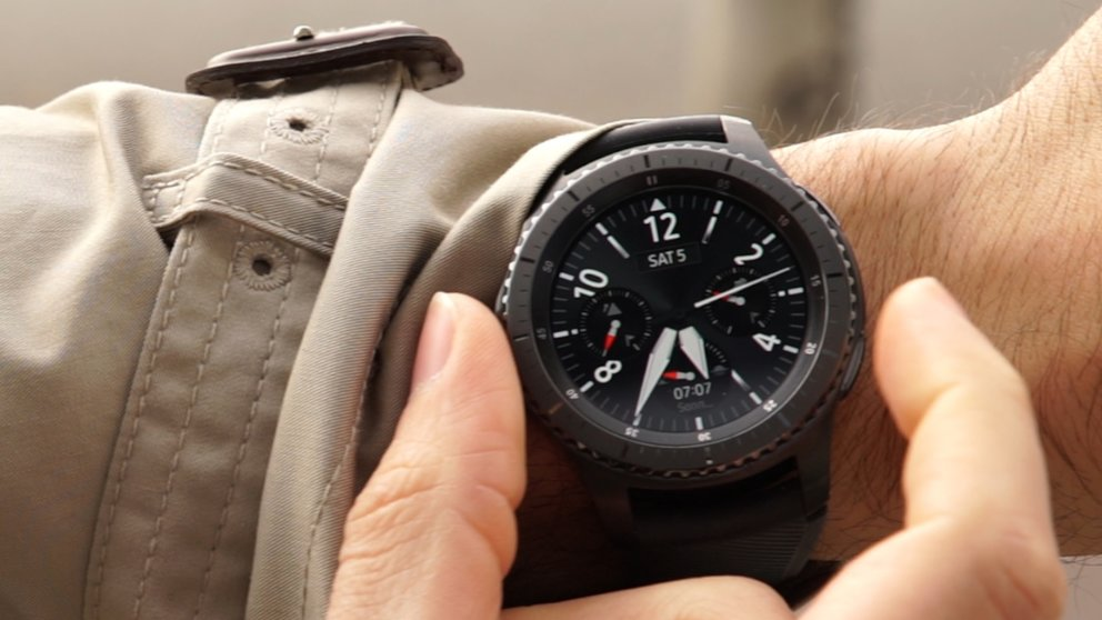 gro es smartwatch update samsung verbessert gear s3 und. Black Bedroom Furniture Sets. Home Design Ideas