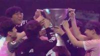 Overwatch: Team freut sich so sehr, dass es seine Trophäe kaputt macht