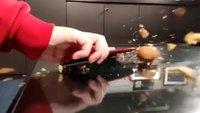 Nicht nachmachen: Xiaomi-Chef nutzt Smartphone als Nussknacker