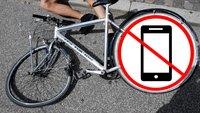 E-Bike- und Radfahrer mit Handy in der Hand: Holt euch gefälligst eine Halterung, ihr Lebensmüden!