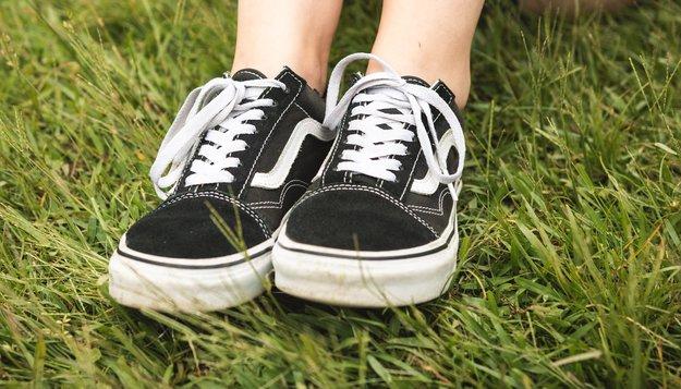 Internet-Trend: Warum man bei der Vans-Challenge seine Sneaker in die Luft wirft