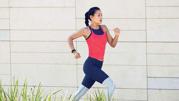 Fitbit Charge 3 im Preisverfall: So bekommt ihr den Fitness-Tracker günstiger