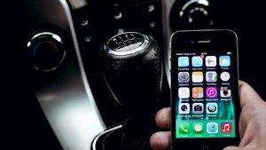 iPhone vs. Android im Auto: Sind Apple-Nutzer die größere Gefahr für den Straßenverkehr?