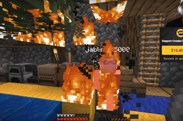 Jack Black fackelt PewDiePies Haus in Minecraft ab