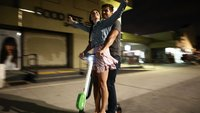 E-Scooter fahren:  Zu zweit gleichzeitig, freihändig, betrunken – was ist erlaubt?