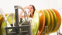 Eure Spülmaschine stinkt? – das können die Gründe sein