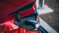 Wegen Brandgefahr: Beliebtes E-Auto nicht zuhause laden