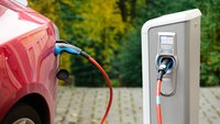 Verbrenner auf E-Auto-Parkplatz: Jetzt wird es richtig teuer
