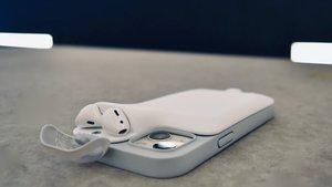 Geniale iPhone-Hülle lädt AirPods und Handy gleichzeitig auf