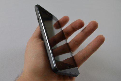 Huawei-Ascend-G615-schraeg-Hand