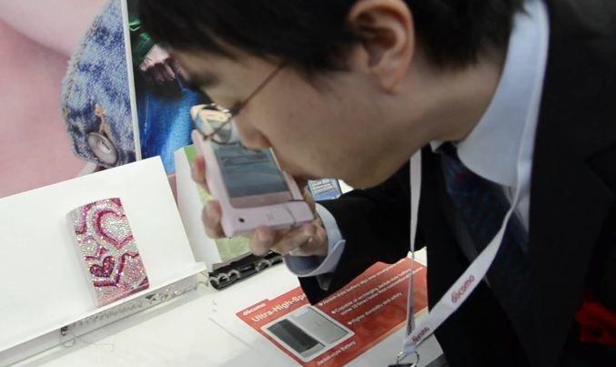 NTT Docomo: Smartphones-Cases mit interessanten Zusatzfeatures [MWC 2012]