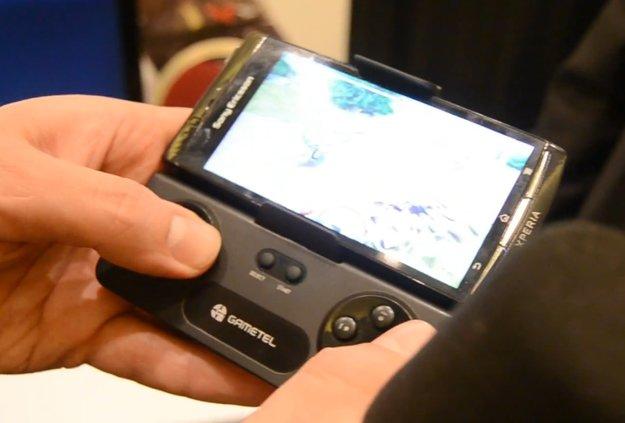 Gametel Controller: Bluetooth-Aufsteck-Gamepad im Hands-on [CES 2012]