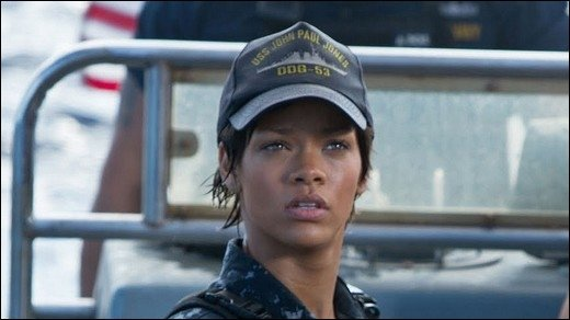 Battleship - Rihanna: erste Bilder in sexy Uniform!