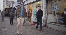 Dance Central - Kurzfilm tanzt Kylie an die Wand