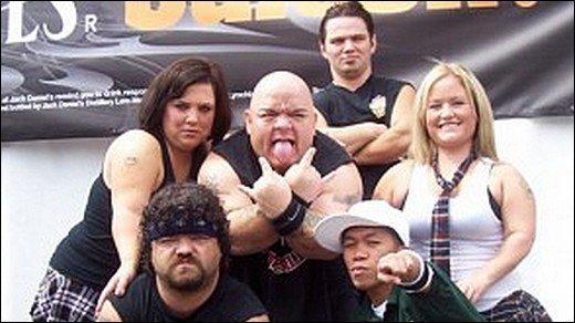 Hulk Hogan - Der Hulkster trainiert wrestlende Zwerge