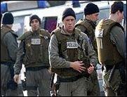 Polizei-Razzia beendet Lan-Session - Polizei-Razzia beendet die 27. Guns'n Bits Lan