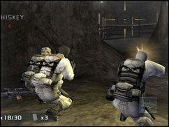 Volle Deckung: Mit SOCOM Nr. 4 auf dem PS2-Schleichpfad.