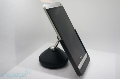 htc-one-Halter