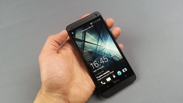 "HTC One in ""Stealth Black"": Schwarze Version im Unboxing-Video"