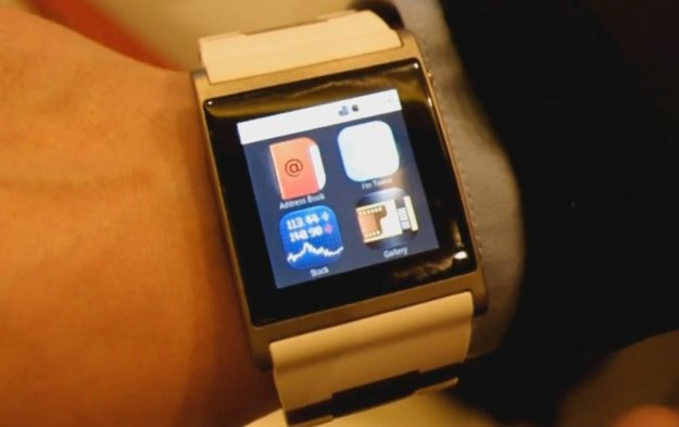 i'M Watch: Android-Armbanduhr im Wrist-on [CES 2012]
