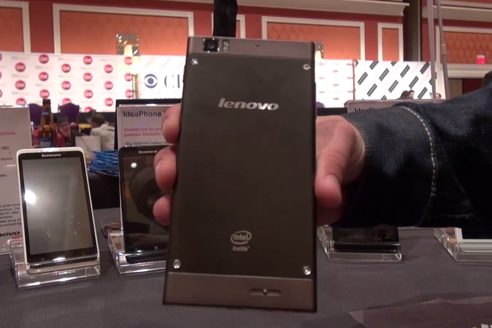 Lenovo K900: Hands-On-Video zum Phablet mit Dual Core-Atom [CES 2013]