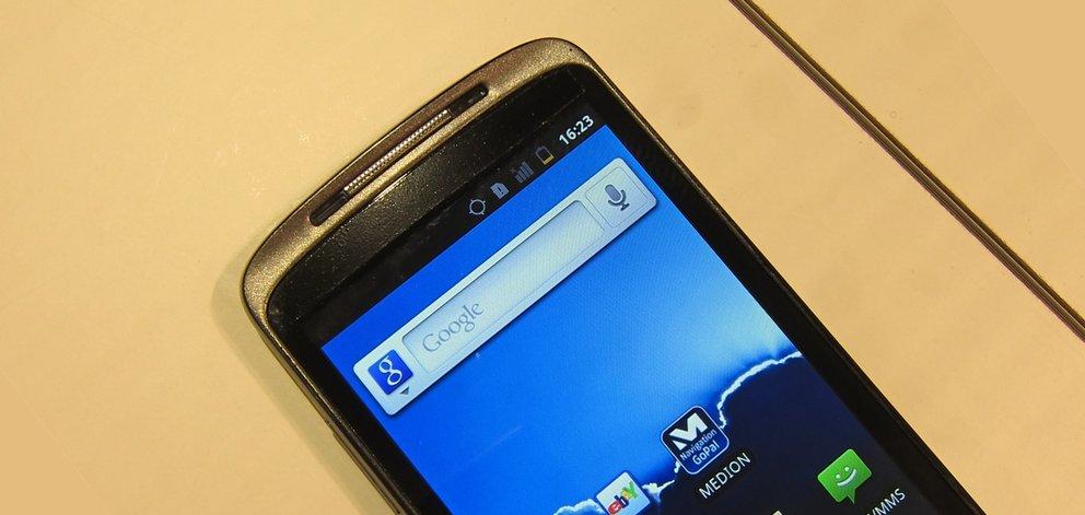 IFA 2011: Namenloses Medion-Smartphone angeschaut