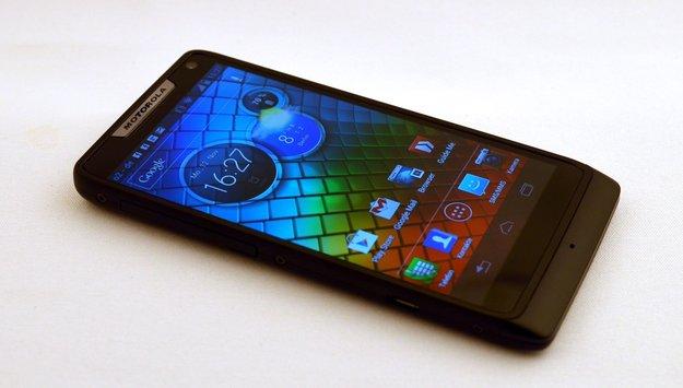 "Motorola RAZR i im Test: Mittelklasse-Smartphone mit ""Intel Inside"""