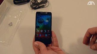 Motorola RAZR i: Unboxing-Video des Intel-basierten Smartphones
