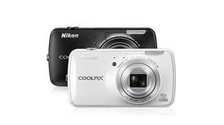 Nikon Coolpix S800c: Android-Kamera doch mit Play Store-Anbindung