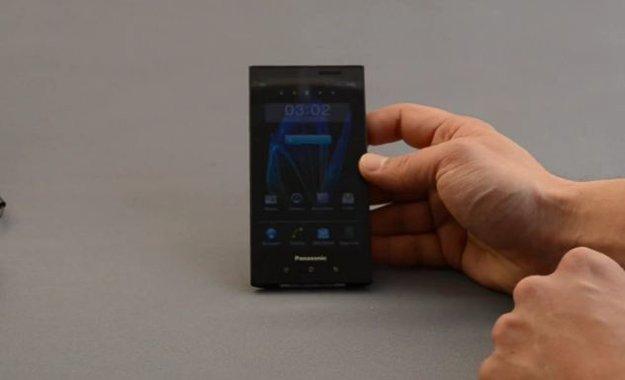 Panasonic Eluga: Wasserdichtes Style-Smartphone im Unboxing [Video]
